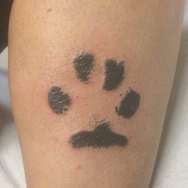 hondenpoot tatoeage