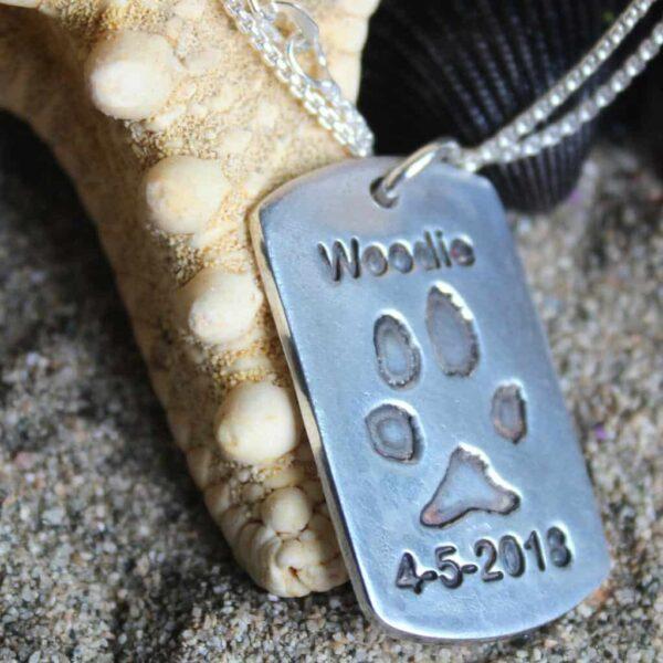 zilveren gedenksieraad hond